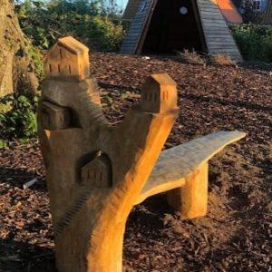 Lekeby-benk Treskulptur