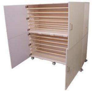 madrassskap med plass til 7 stk. madrassser liggende m/hjul